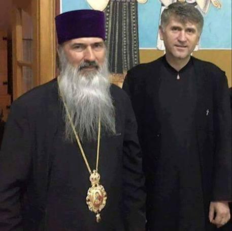 Doi homosexuali, Teodosie Petrescu și Cristian Pohomaci, sau o imagine care (îți) provoacă scârbă.