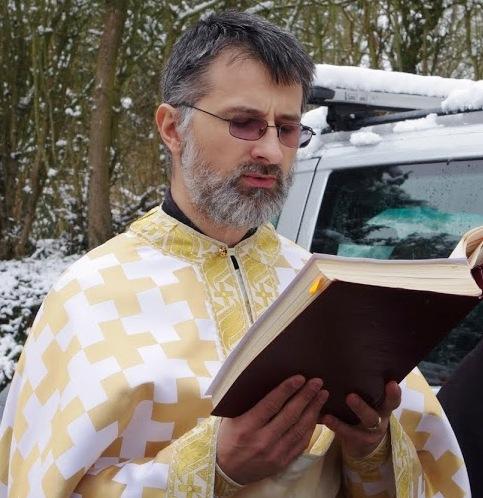Preotul Ciprian Grădinaru.