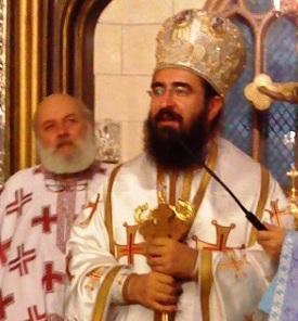 Preotul Constantin Târziu (în plan secund) și mitropolitul Iosif.