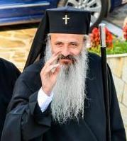 Teofan Savu Sinaitul - Mitropolitul Moldovei și Bucovinei, dă din poale să ajungă Patriarhul B.O.R.
