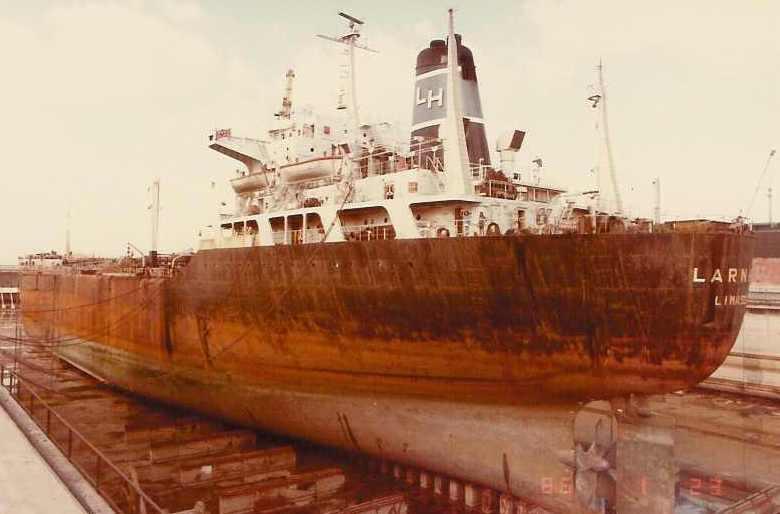 """Petrolierul """"Larnaca"""" (ex-""""Argeș"""") în docul uscat."""