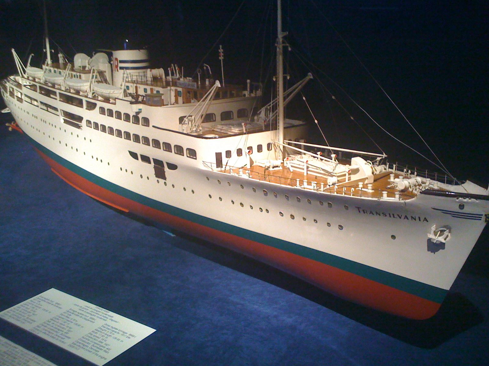 Macheta navei de pasageri TRANSILVANIA (Muzeul Marinei Române din Constanța).