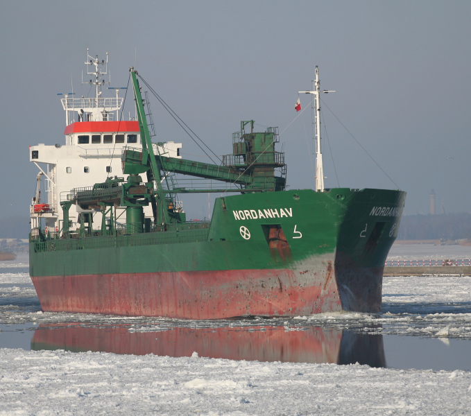 """Vrachierul """"Nordanhav"""", ex-""""Moxnes"""", i-a preluat pe 20 dintre cei 24 de membri ai echipajului navei românești."""