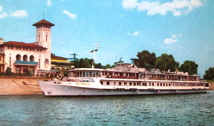 Nava fluvială de pasageri OLTENIȚA în portul Giurgiu (ilustrată din anii '60).