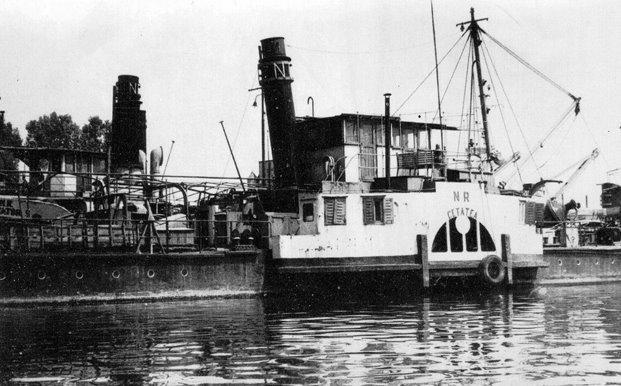 """Remorcherul """"Cetatea"""", în vremea când era o navă."""