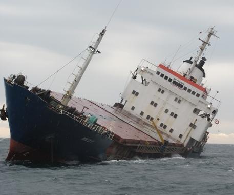 Cargoul era încărcat cu circa 3.400 tone de fier vechi