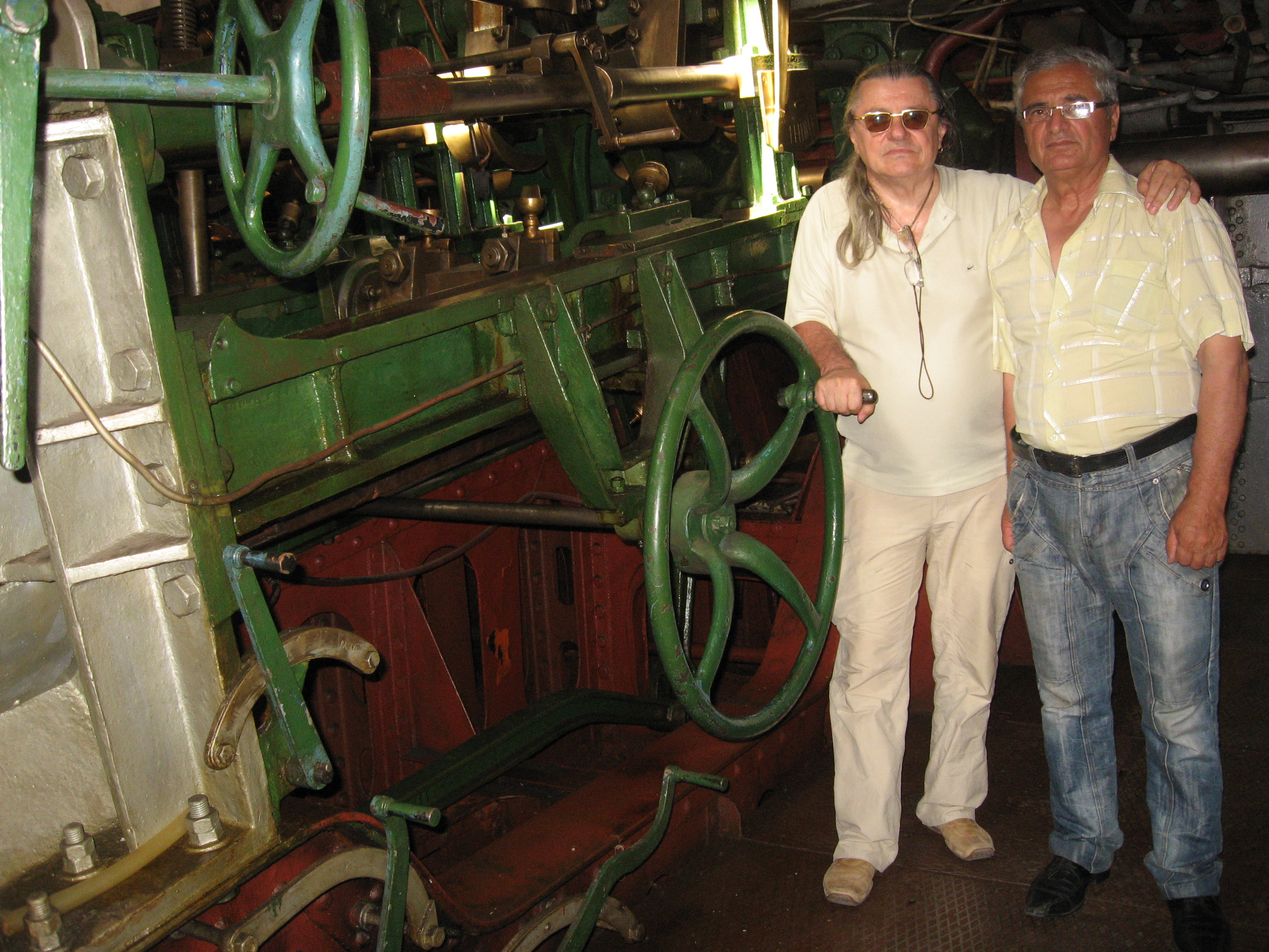02 august 2014, împreună cu Gheorghe Avădanei - custodele navei REPUBLICA, în compartimenul mașini.