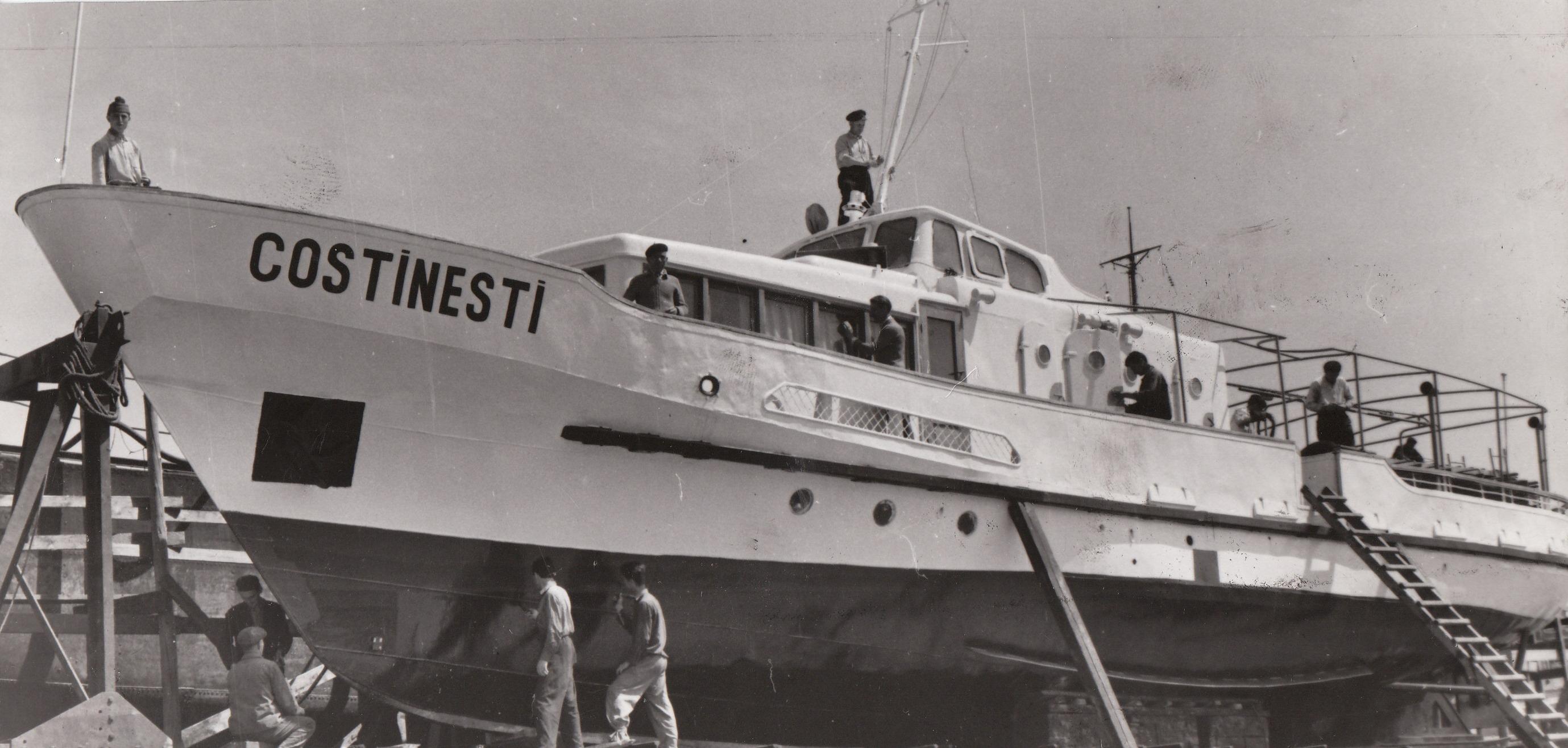 Hidrobuzul COSTINEȘTI în timpul reparațiilor din Șantierul Naval Constanța (foto din anii '60).