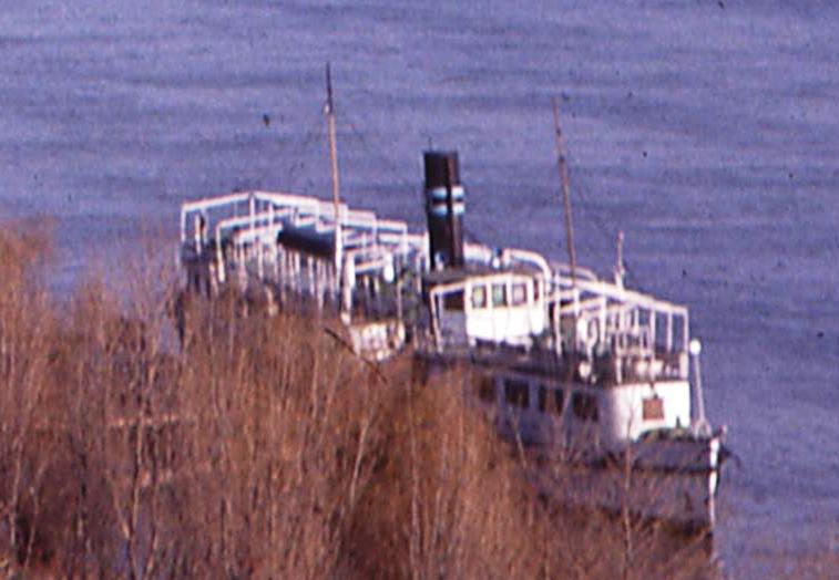 Nava cu zbaturi ANGHEL SALIGNY. (foto din colecţia de familie Marius Toporaş).