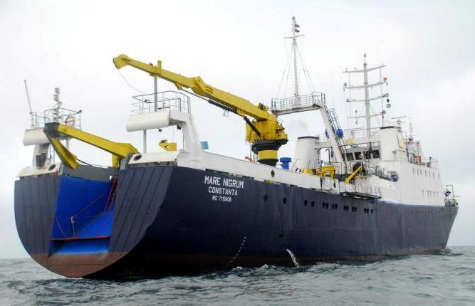 """Traulerul """"Someş"""", tip Atlantic-2, clasa RTMA (pavilion: România, IMO: 7119408, indicativ: YQPT, port de înregistrare: Tulcea, 1.138 tdw., 2.156 trb., 803 trn., lungime: 82,00 m, lăţime: 13,60 m, înălţime: 7,25, pescaj maxim: 5,20 m, echipaj: 81 membri, autonomie: 60 zile, constructor: 30 septembrie 1971, """"Volkswerft VEB"""", Stralsund - R. D. Germană; a fost lansat la apă la data de 26 iulie 1971). După anul 1990, traulerul a mai purtat numele """"Mare Nigrum"""" (2003; MMSI: 264900062, indicativ: YQPT, armator: """"GeoEcoMar"""" - România), în prezent fiind utilizat ca navă de cercetări marine."""