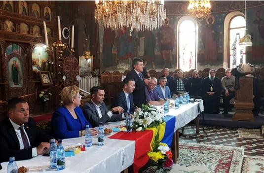 """Ministrul Mediului și președinte ALDE Prahova, Graţiela Leocadia Gavrilescu, alături de politicieni de la P.S.D, P.N.L. și P.M.P., au participat (septembrie 2018) la o întâlnire propagandistică pentru susținerea referendumului din 6 - 7 octombrie, organizată în biserica """"Adormirea Maicii Domnului"""" din Bănești (Prahova). Scopul întâlnirii și, mai ales, modul în care politicienii s-au situat cu spatele la altar, au oripilat întreaga suflare ortodoxă din România."""